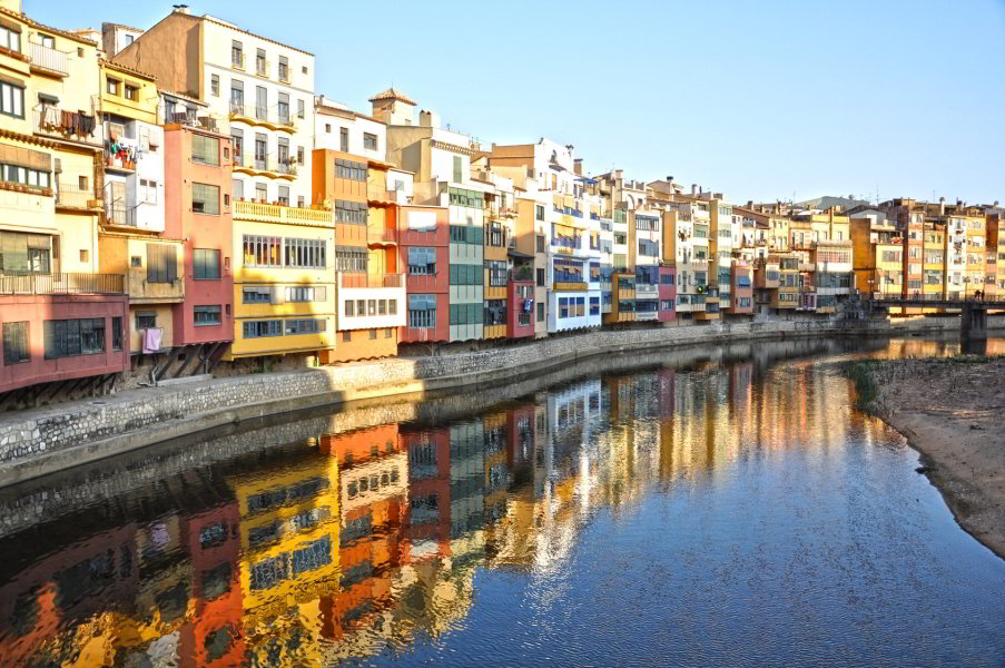 Casas junto al río Onyar en Girona