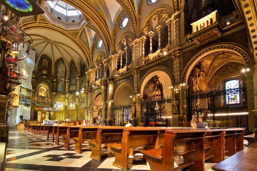 Tour por lo mejor de Barcelona, visita Montjuïc, viaje en Teleférico y excursión a Montserrat