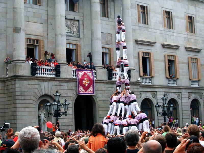 Castellers en la Plaça Sant Jaume